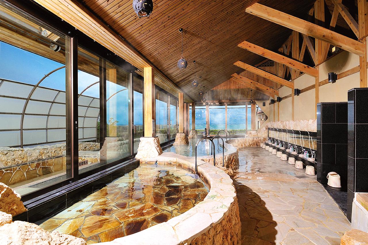 「リザンシーパークホテル谷茶ベイ」のサウナ付きスパ、浜の湯の写真。